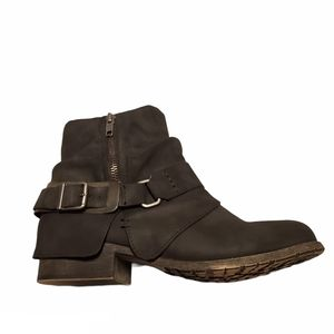 Jellypop libra ankle boots with buckle, size 8.5